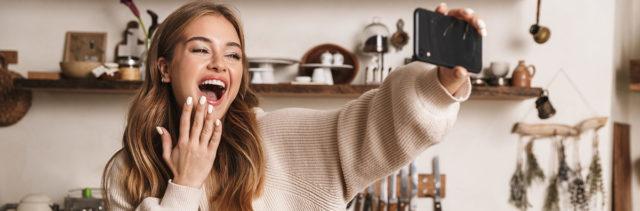 Prepariamoci per videochiamate glamour con Brilliant Signature di L'Oréal Paris