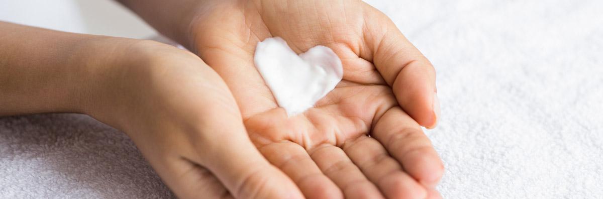 Crema Antirughe Sensitive di Acqua alle Rose, delicata ed efficace sulla pelle sensibile